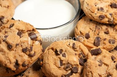 曲奇饼和牛奶|照片照片|+istoc